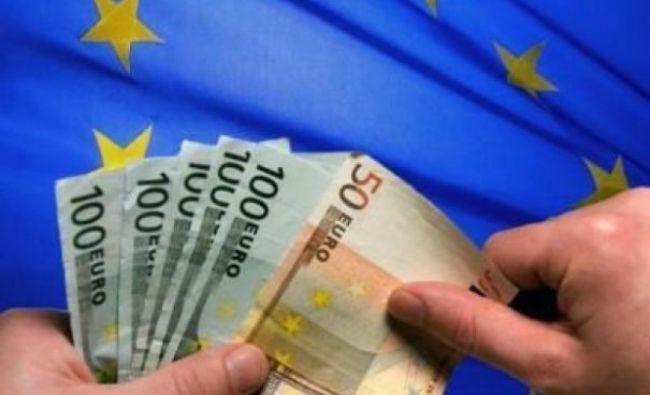 primi banii - Traducere în germană - exemple în română   Reverso Context