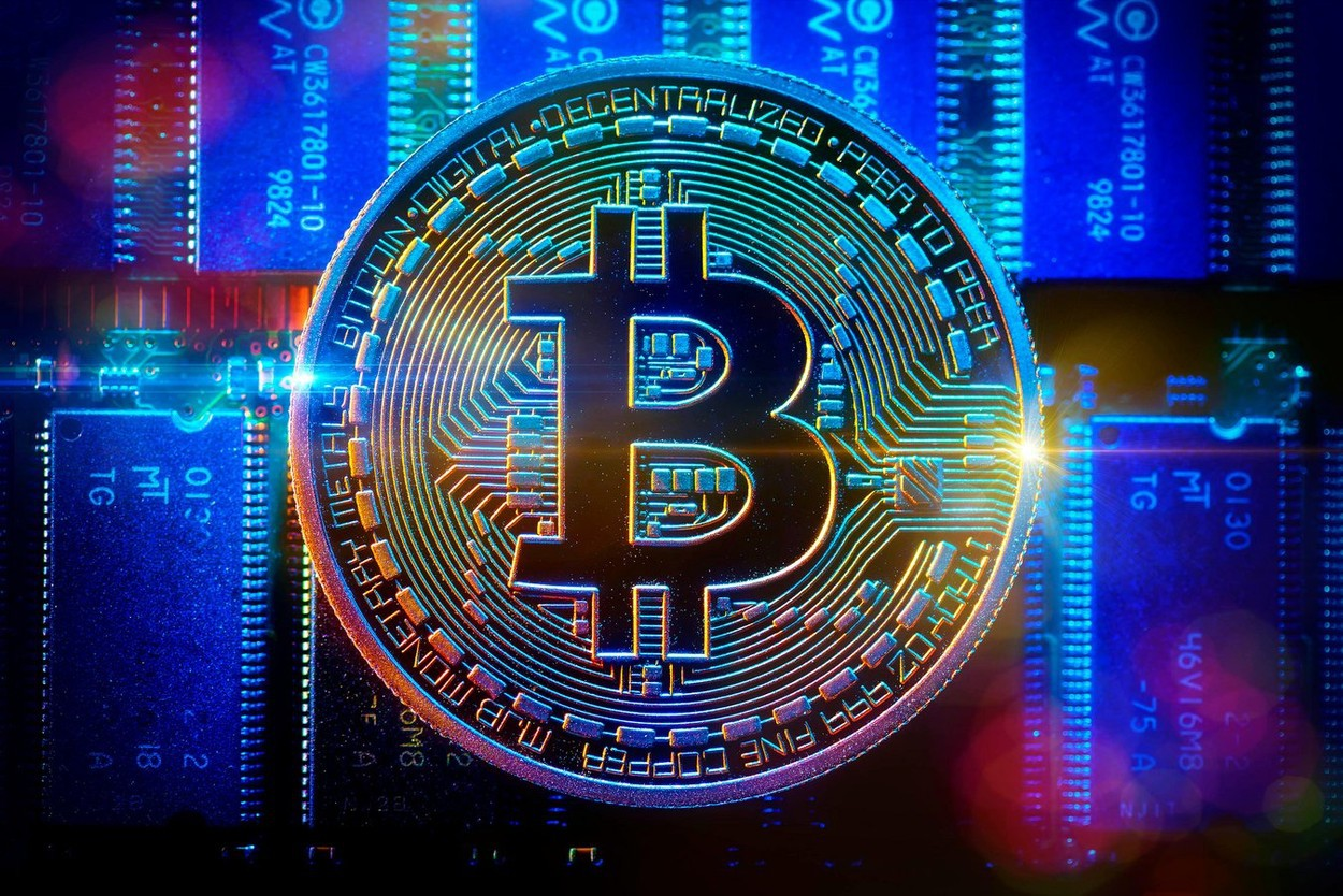 Bitcoin a atins valoarea de 34.000 de dolari, apoi a urmat o scădere ușoară