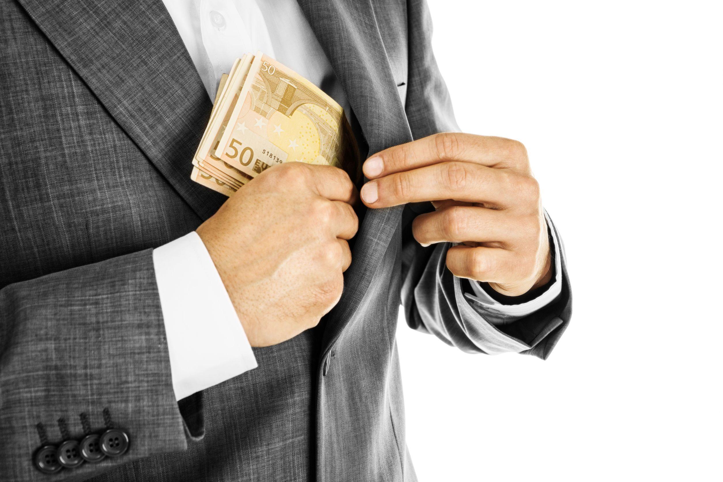 Extra Simplu iti ofera credit pana la salariu in conditii avantajoase.