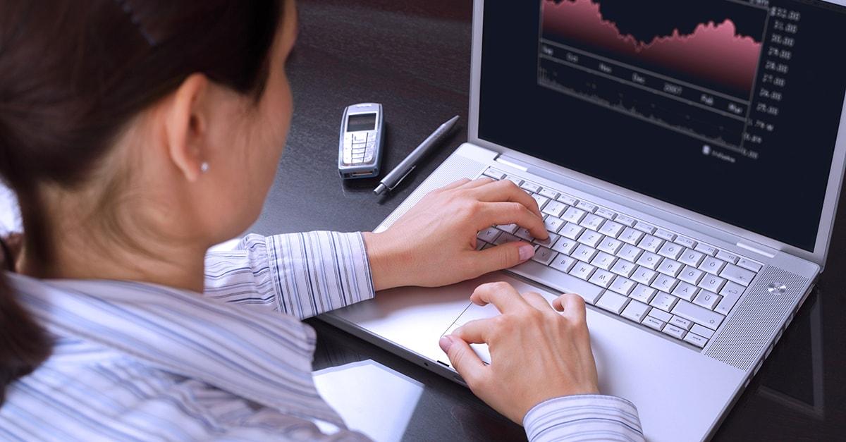 Traderii efectuează tranzacţii în nume şi pe cont propriu