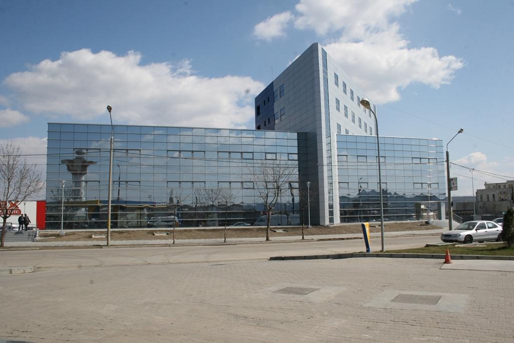 centrul de afaceri - Traducere în engleză - exemple în română | Reverso Context