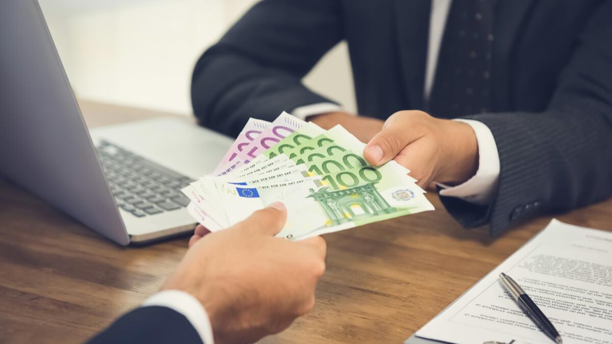 Trimiteți bani online