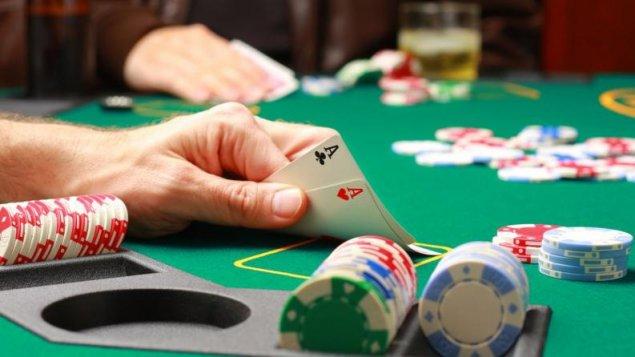 Seamănă investițiile la bursa cu jocurile de noroc?